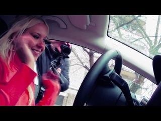 Блондинка против парковочного ассистента. Кто кого?